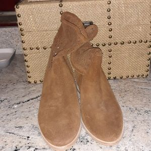New Micheal Kors Camel color Suede Ankle boots